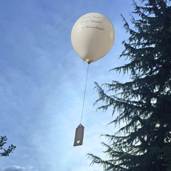 Ballons bei Bestattung steigen lassen